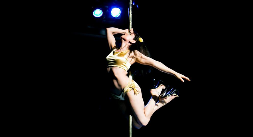 Ebony Pole Dance 30