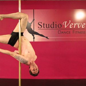 PoleFit Student Jamie speaks to Studio Verve about his pole dance journey thus far